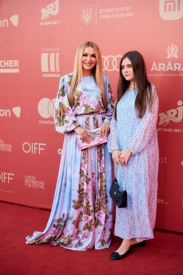 ОМКФ-2021: красная дорожка кинофестиваля (ФОТО) - фото №1