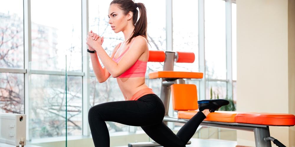 Фитнес дома: ТОП-10 простых упражнений для занятий на диване - фото №3