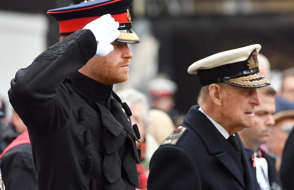 """""""Будет не хватать вас"""": принц Гарри и Меган Маркл почтили память принца Филиппа - фото №2"""