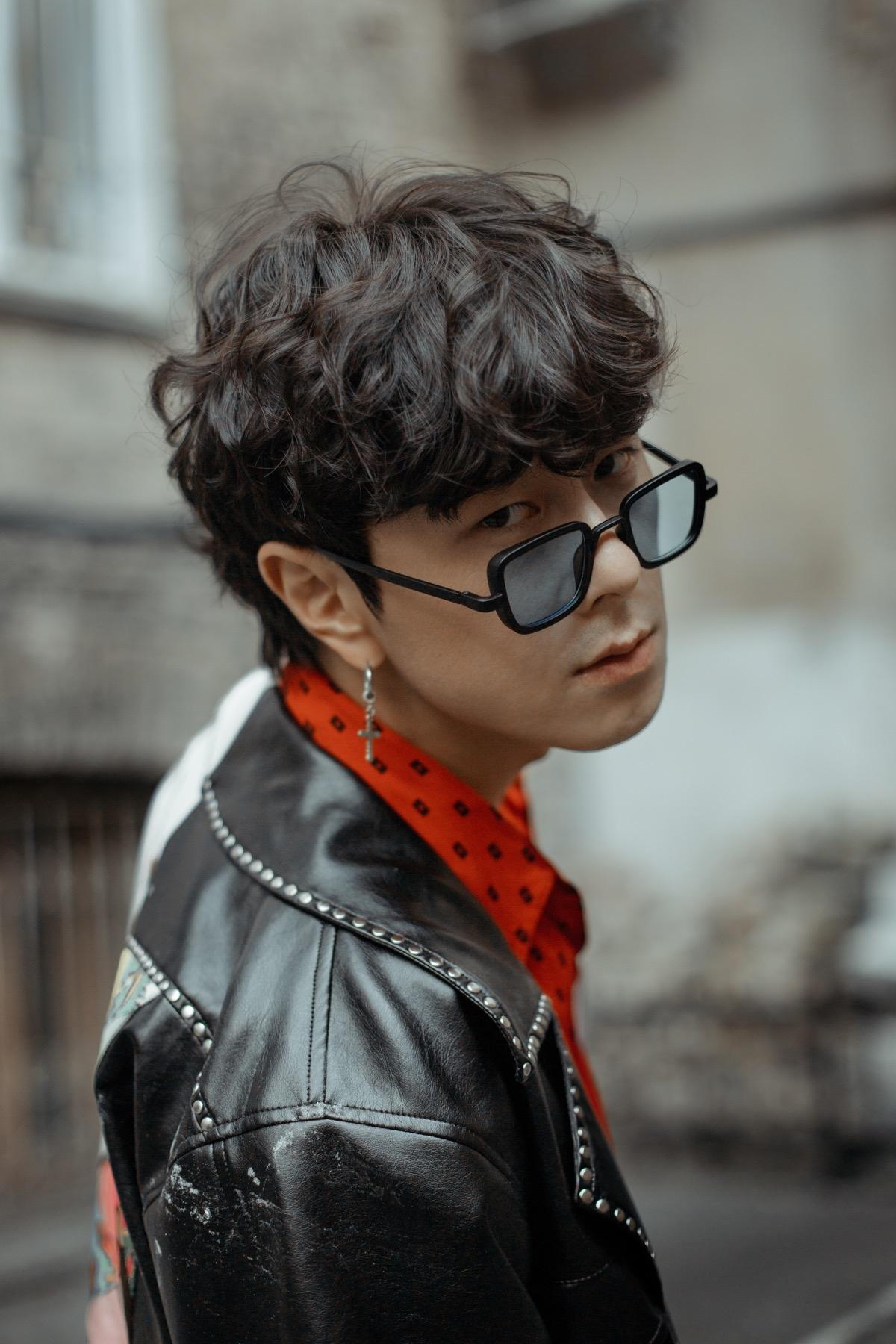 Корейський співак Song wonsub в новій фотосесії приміряв образи від українських дизайнерів - фото №5