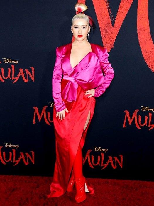 """Ausschnitt, Stiefel und rote Lippen: Christina Aguilera bei der Premiere des Films """"Mulan"""" (FOTO) - Foto # 1"""