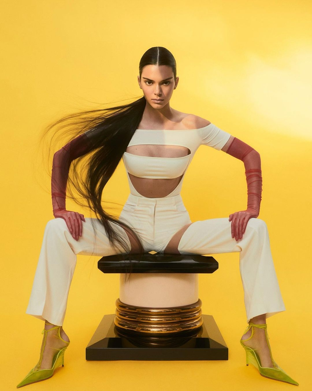 Кендалл Дженнер украсила обложку Vogue и рассказала о панических атаках (ФОТО) - фото №2