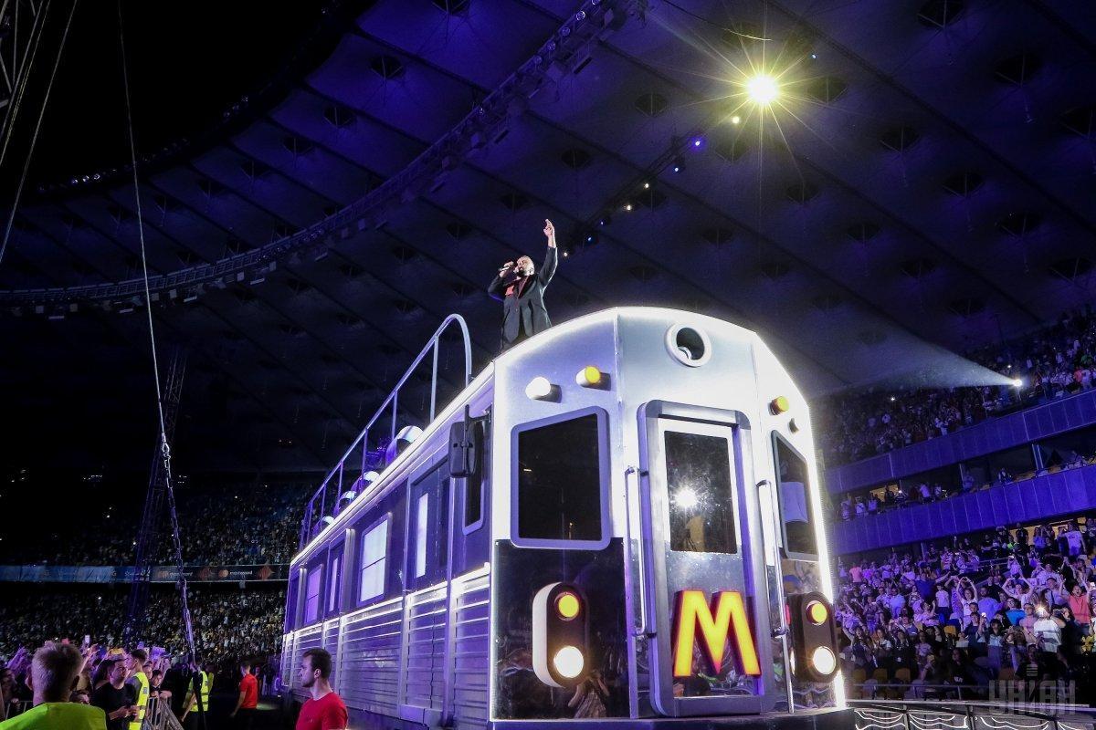 История одного автобуса: как создавали легендарный вагон для концерта MONATIK? (ВИДЕО) - фото №1
