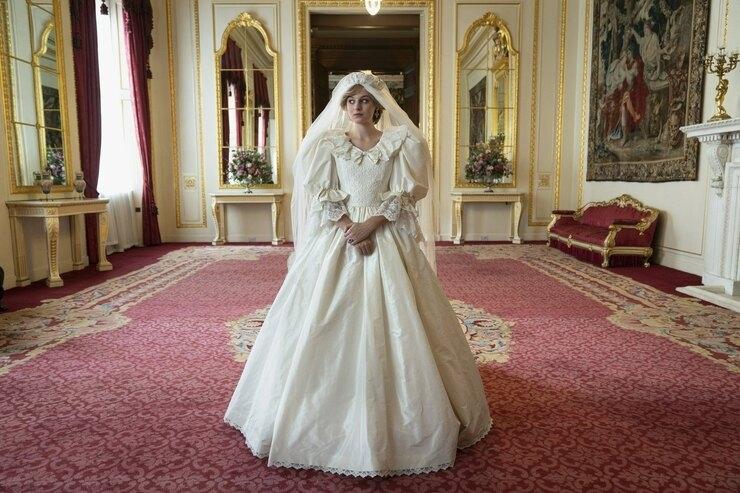 """600 часов работы и 100 метров кружева. Как шили свадебное платье принцессы Дианы для 4 сезона сериала """"Корона"""" - фото №4"""