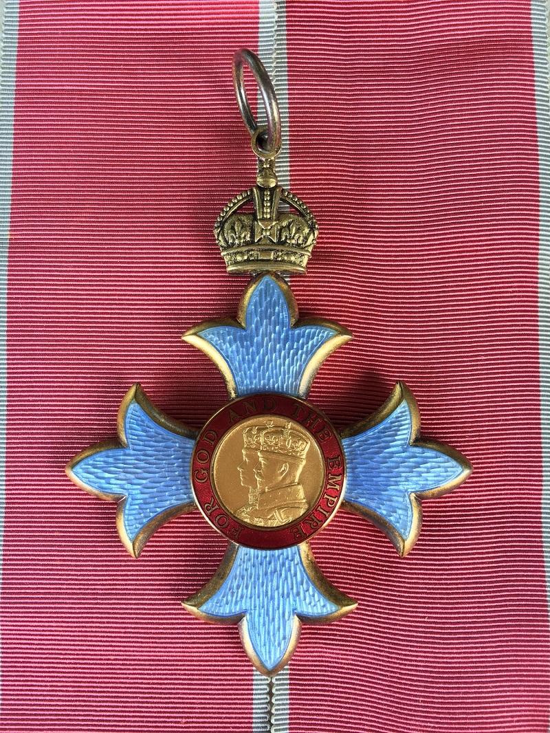 Визажист Пэт Макграт получила титул Дамы-командора ордена Британской империи - фото №2