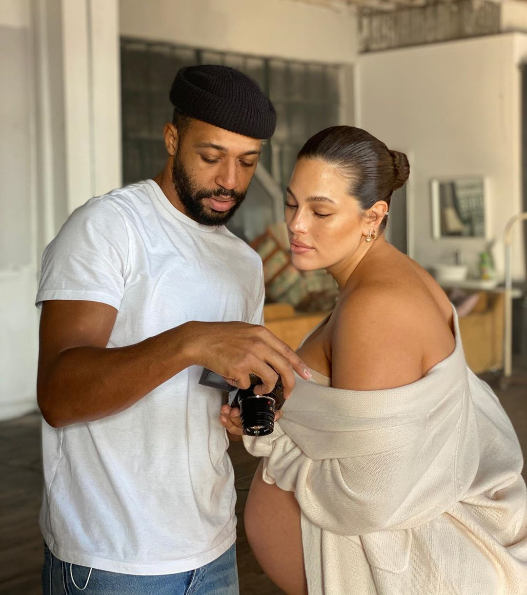 На последнем месяце беременности: Эшли Грэм полностью обнажилась (ФОТО) - фото №2