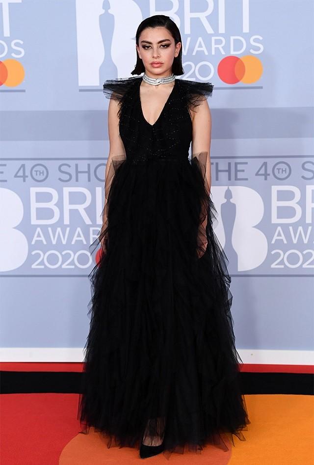Там был MONATIK: обзор лучших образов с красной дорожки Brit Awards (ФОТО) - фото №4