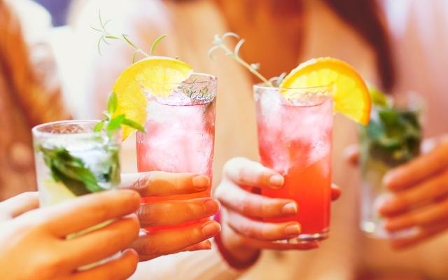 Крутые летние коктейли, которые можно повторить дома - фото №8