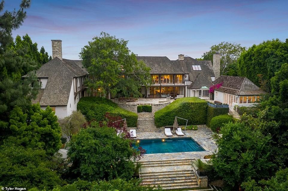 Дом Брэда Питта и Дженнифер Энистон: как выглядит поместье в Беверли-Хиллз и сколько стоит