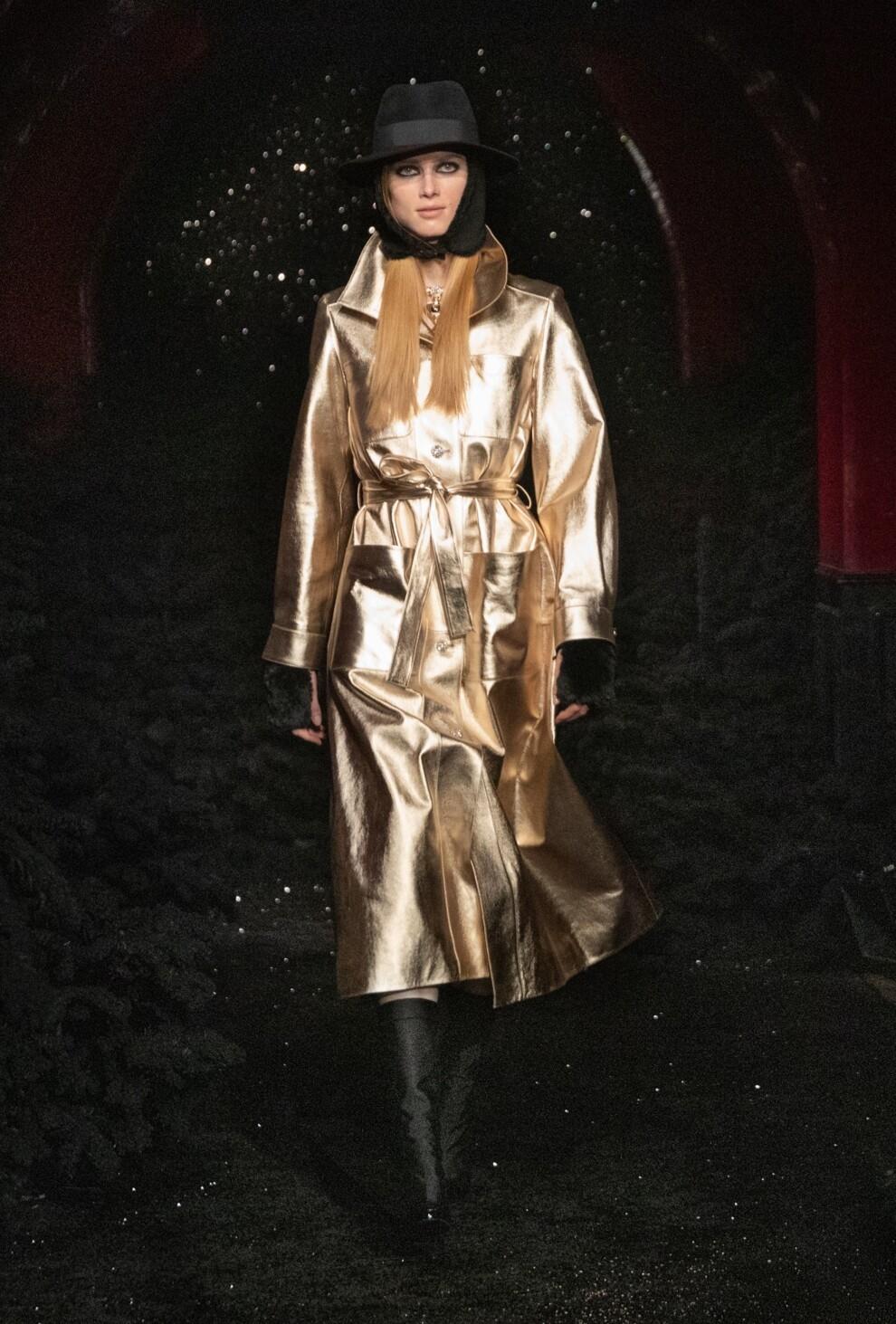 Богемный шик 70-х, люрекс и пайетки в новой коллекции Chanel (ФОТО) - фото №6
