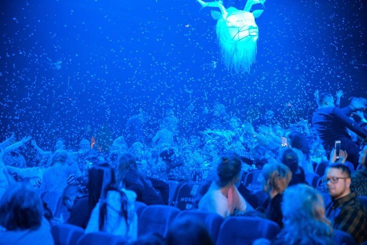 """1,5 тонны снега, оживающие фигуры зверей и летающий Рассказчик: чем удивляют зрителей 5D шоу """"Winterra"""" ? - фото №2"""