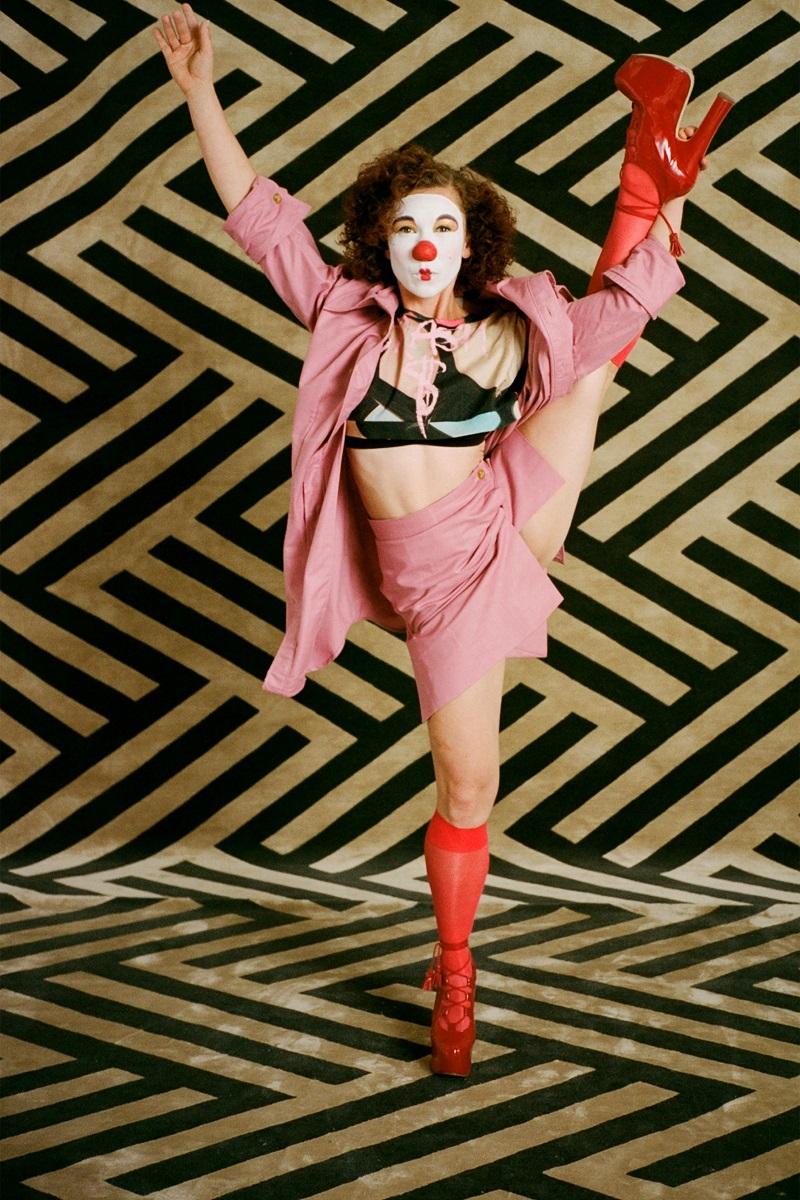 Клоуны и акробаты в новой весенней коллекции Vivienne Westwood (ФОТО) - фото №1