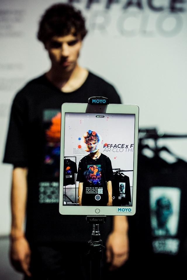 Мода и высокие технологии: как прошел показ полу-виртуальной одежды FFFACE x FINCH (ФОТО) - фото №3