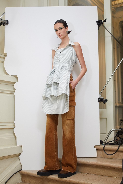 Асимметричные рубашки, удлиненные свитера и широкие брюки: обзор новой коллекции Maison Margiela (ФОТО) - фото №3