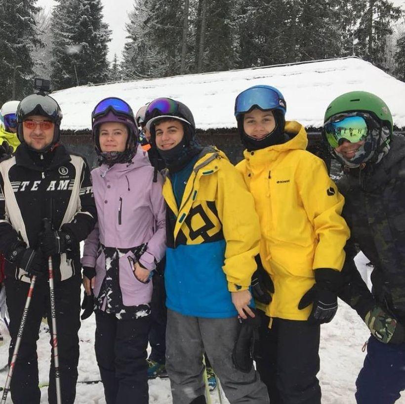 Все ближе к народу: Владимир Зеленский отдыхает на горнолыжном курорте в Буковеле - фото №3