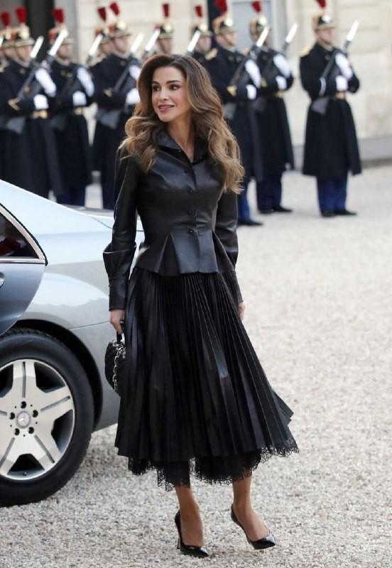 Уроки стиля: королева Иордании, которая не носит хиджаб - фото №5