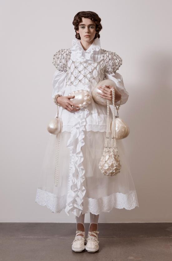"""""""Взрывной, отрезвляющий, зловещий"""": как прошел показ Simone Rocha в лондонской галерее (ФОТО) - фото №3"""