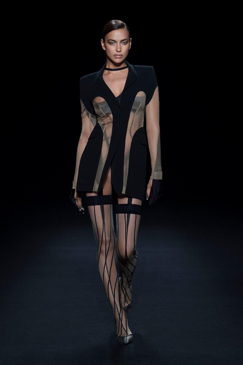"""""""Голые"""" платья, акробатические трюки и звездные модели в новом показе Mugler (ФОТО+ВИДЕО) - фото №1"""