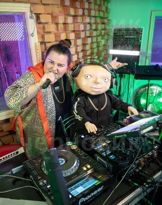 "Хит этого лета! Ya Tatko и alyona alyona представили ремикс на песню ""Рибки"" (ВИДЕО) - фото №1"