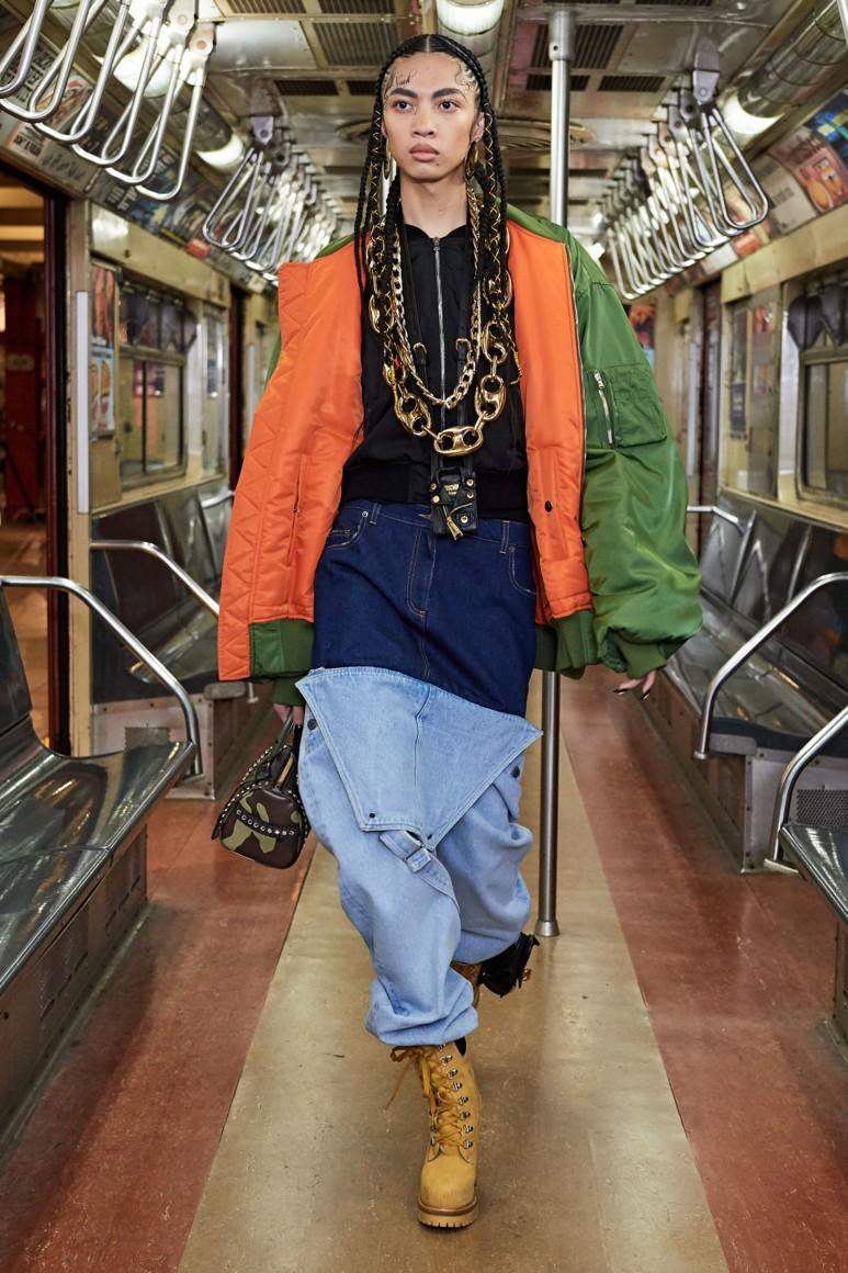 Роскошь и приземленность: шоу Moschino Pre-Fall 2020 прошло в нью-йоркском метро (ФОТО) - фото №4