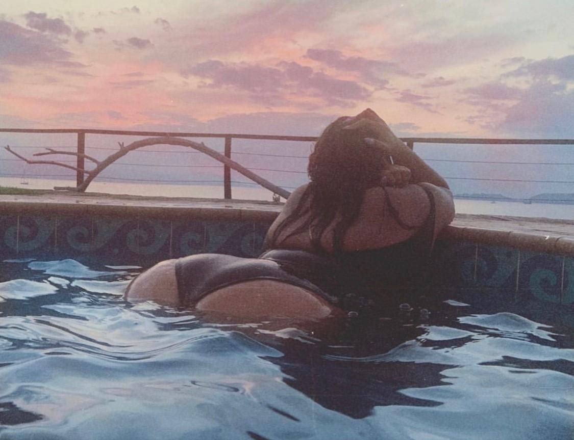 зарицкая фото в купальнике