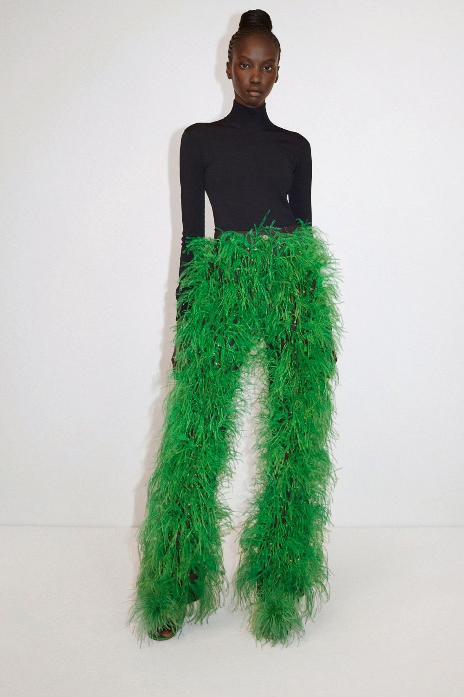 Блестящие платья, яркие шубы и много зеленого цвета в новой коллекции Bottega Veneta (ФОТО) - фото №5