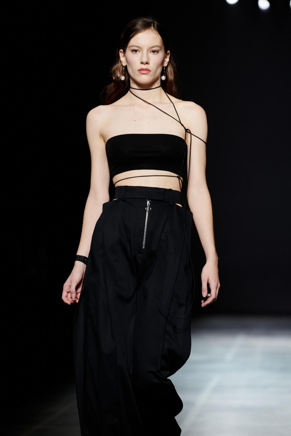 Образ дня: DOROFEEVA в сексуальном наряде от украинского бренда Elena Burenina - фото №2