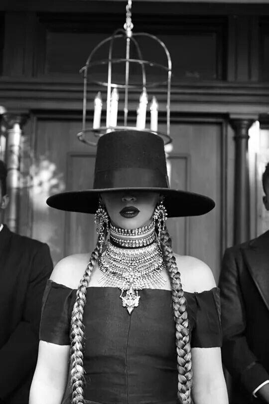 бейонсе массивное ожерелье