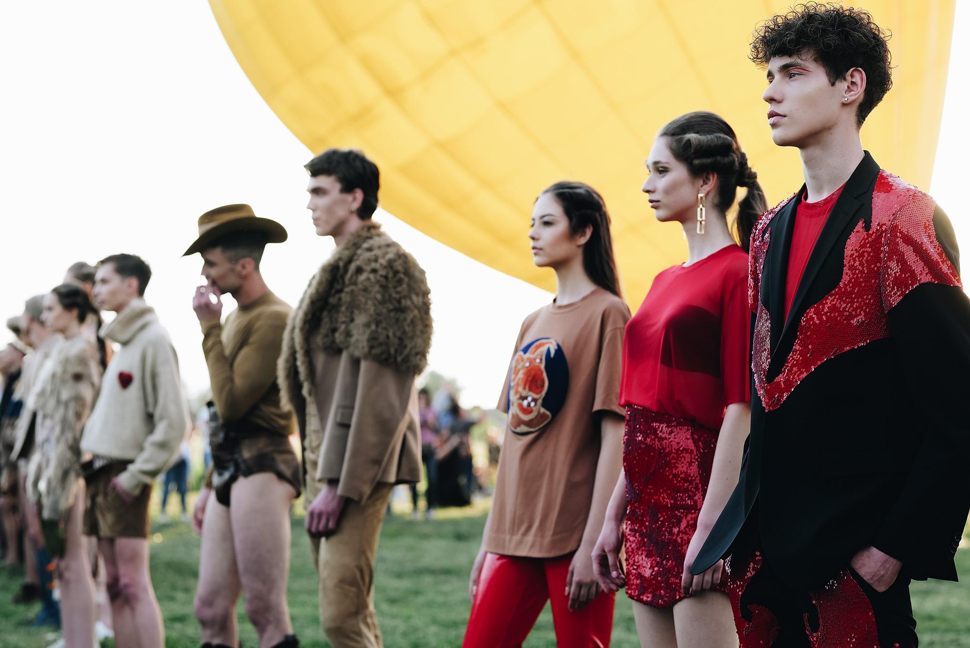 Украинский дизайнер Жан Грицфельдт представил новую коллекцию на фестивале воздушных шаров (ФОТО) - фото №1