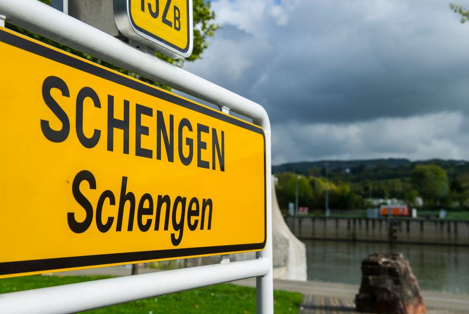 Не спешите! Евросоюз продлил запрет на въезд для иностранцев до июля - фото №2