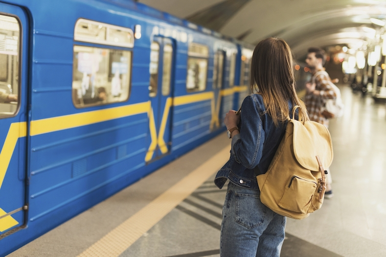 Газонокосилка, надувной матрас и платье: что потеряли пассажиры в Киевском метро за 2020 год - фото №2