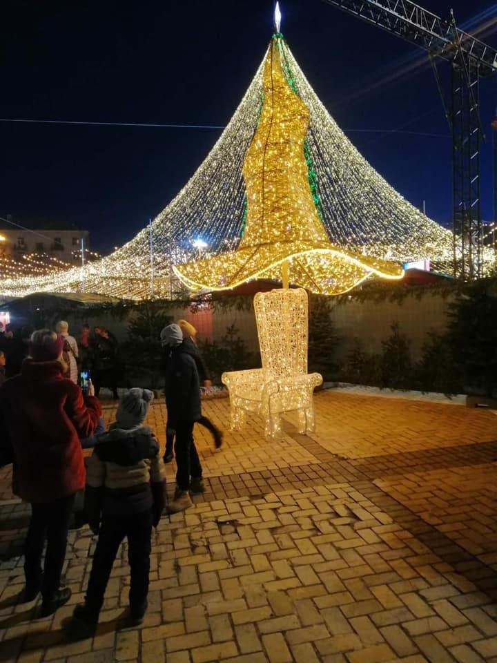 На Софиевскую площадь вернули скандальную шляпу, снятую с новогодней елки (ФОТО) - фото №2