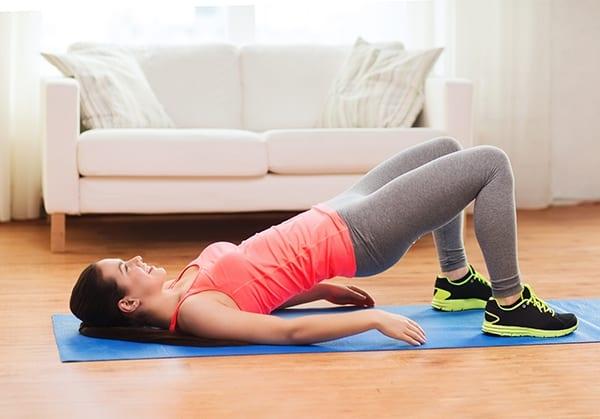 Фитнес дома: ТОП-10 простых упражнений для занятий на диване - фото №2
