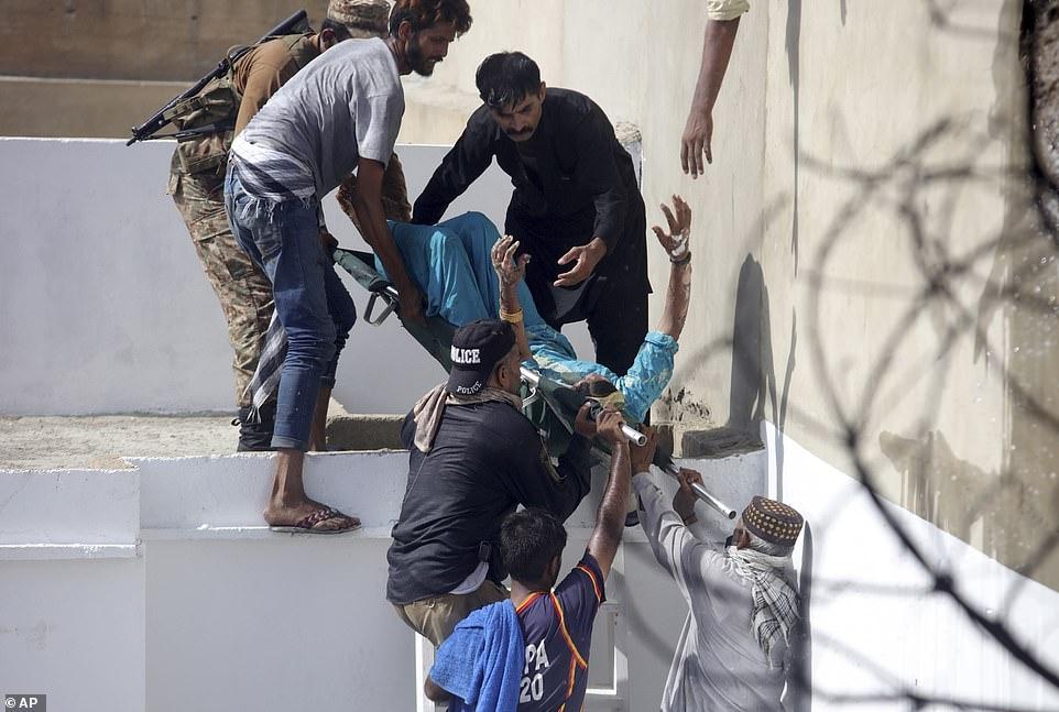 Рухнул на жилые дома: в Пакистане разбился пассажирский самолет А320 (ВИДЕО+ФОТО) - фото №6