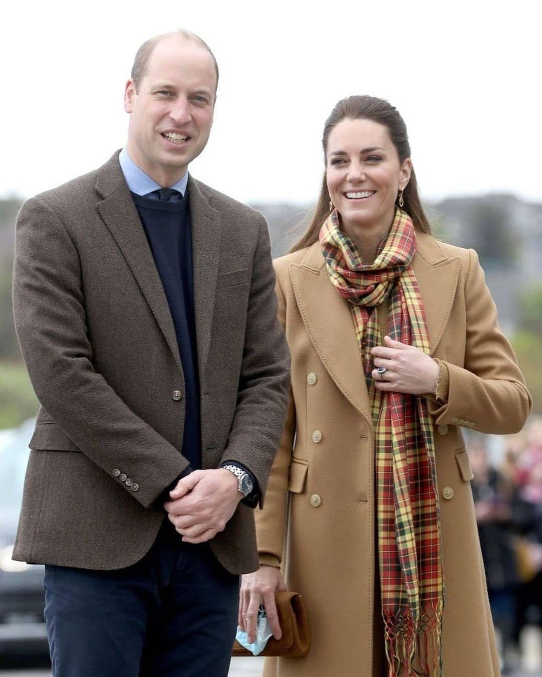 Карамельное пальто и клетчатый шарф: Кейт Миддлтон показала стильный наряд во время рабочей поездки (ФОТО) - фото №3