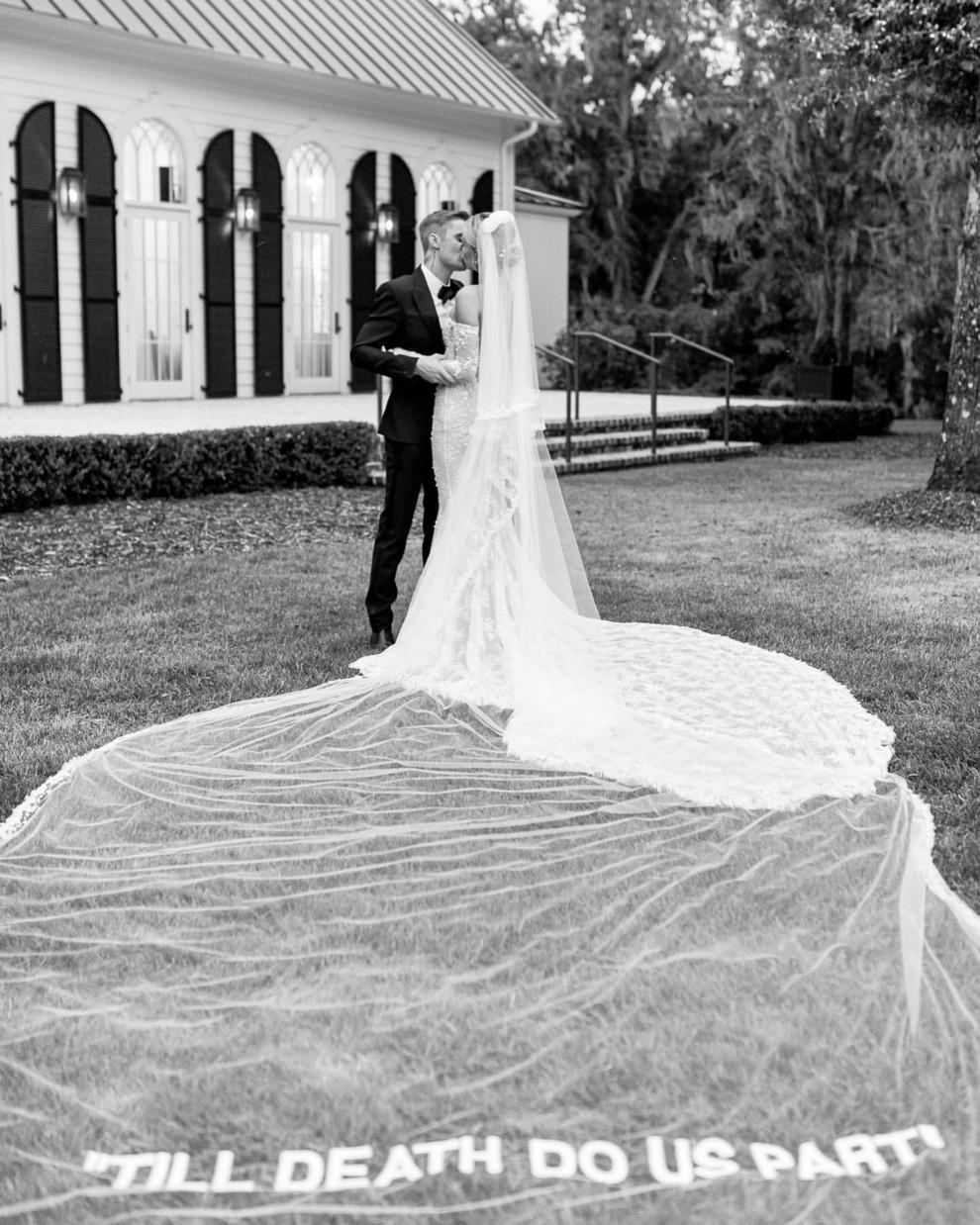 Джастин Бибер и Хейли Бибер трогательно поздравили друг друга с годовщиной свадьбы (ФОТО) - фото №1