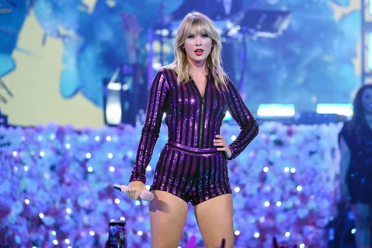 Тейлор Свифт смотреть лучшие клипы и слушать песни: ТОП-5 (ВИДЕО)