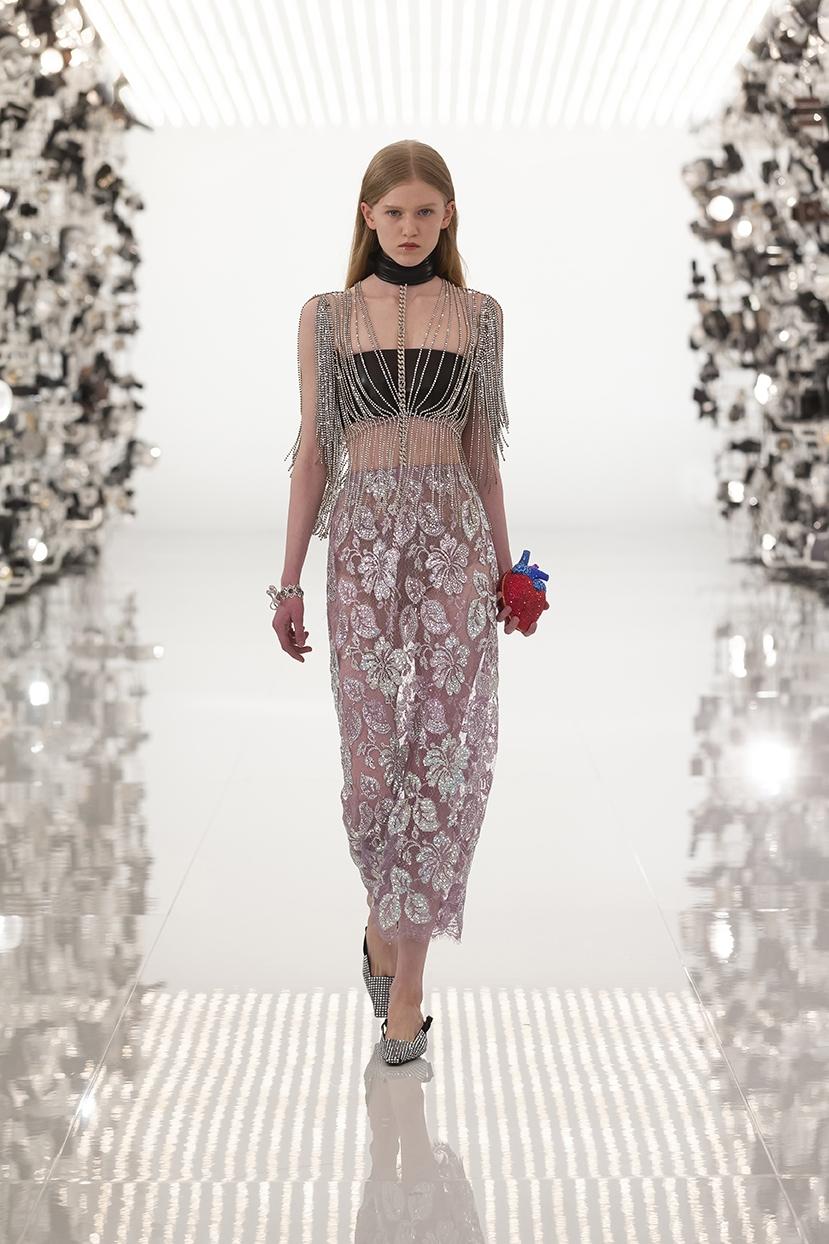Огромные плечи и сумки в виде сердца: Gucci представили коллаборацию с Balenciaga (ФОТО) - фото №7
