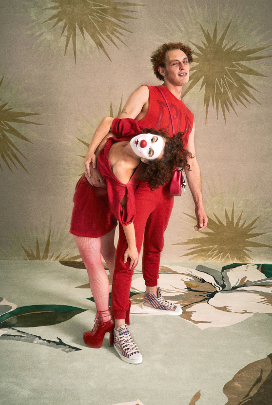 Клоуны и акробаты в новой весенней коллекции Vivienne Westwood (ФОТО) - фото №2