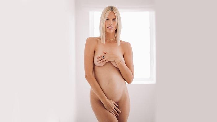 Чешская модель, Каролина Куркова, станет мамой в третий раз - фото №2