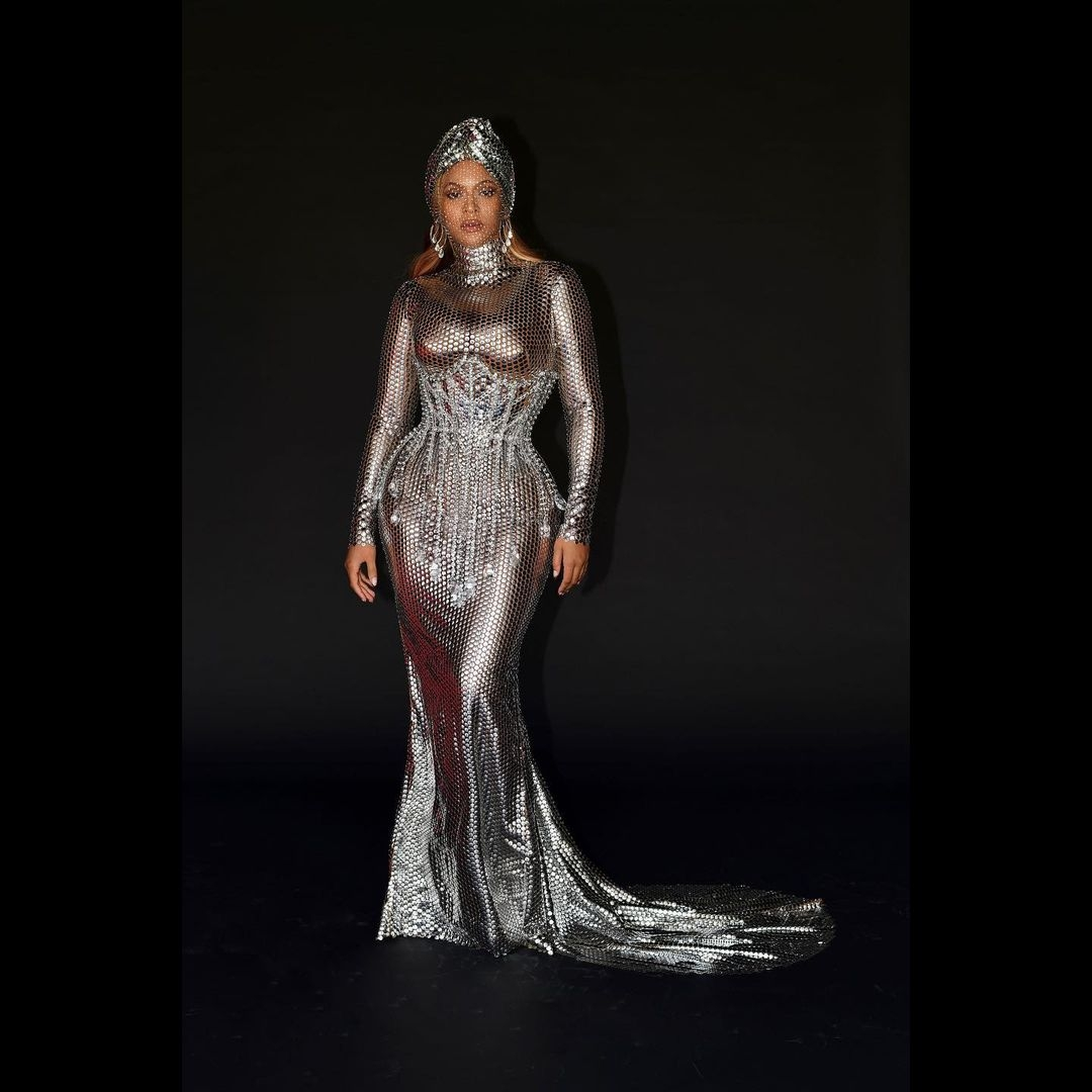 Образ дня: Бейонсе поразила поклонников образом в платье и тюрбане из кристаллов (ФОТО) - фото №4