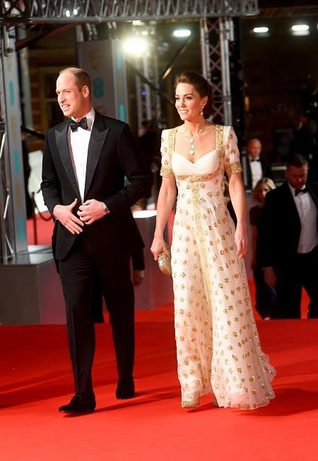 Почти голая Лили-Роуз Депп, декольте Скарлетт Йоханссон и старое платье Кейт Миддлтон: обзор нарядов BAFTA 2020 (ФОТО) - фото №10