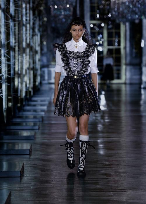 Розы, зеркала и кружевные фартуки: обзор новой коллекции Dior (ФОТО) - фото №4