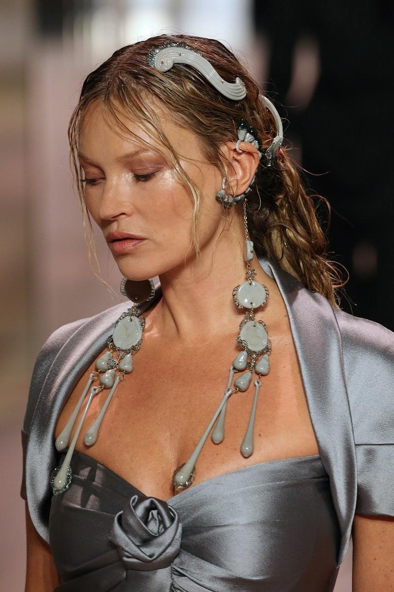 Fendi Couture весна-лето 2021: все, что нужно знать о дебютной коллекции Кима Джонса - фото №1