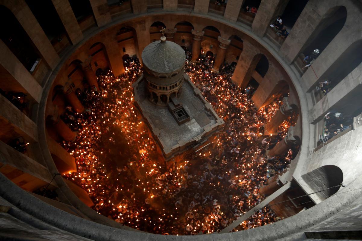 В Храме Гроба Господня в Иерусалиме сошел Благодатный огонь (ВИДЕО) - фото №2