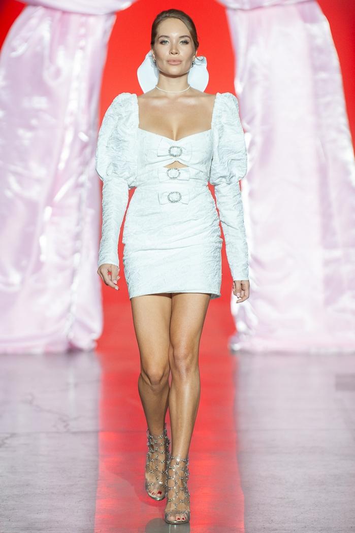 Меньше ткани, больше тела: как прошел второй день Ukrainian Fashion Week noseason sept 2021 - фото №16