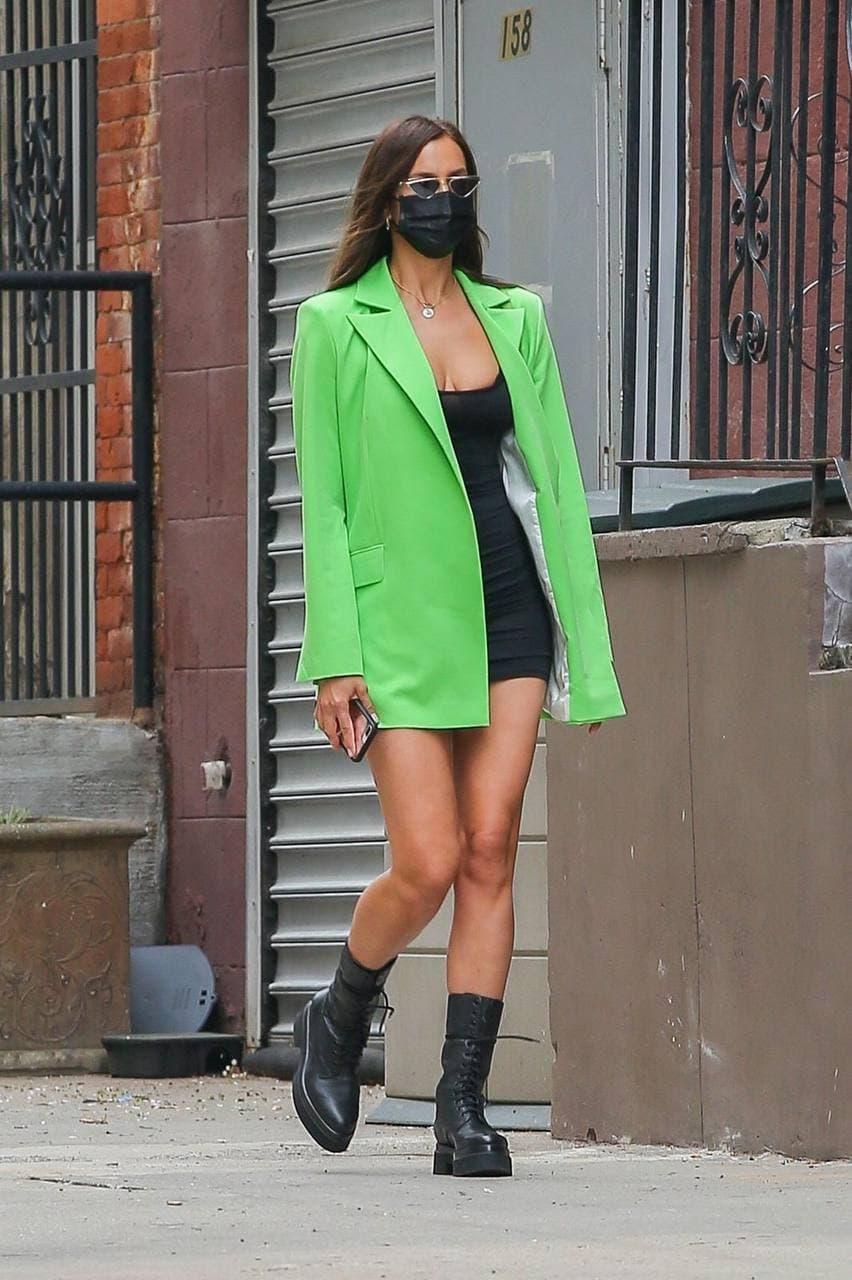 Образ дня: Ирина Шейк в неоновом жакете от украинского бренда GASANOVA (ФОТО) - фото №1