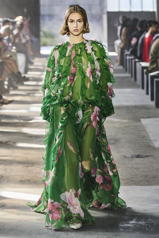 Неделя моды в Милане: Valentino представил коллекцию, вдохновленную цветами (ФОТО) - фото №2