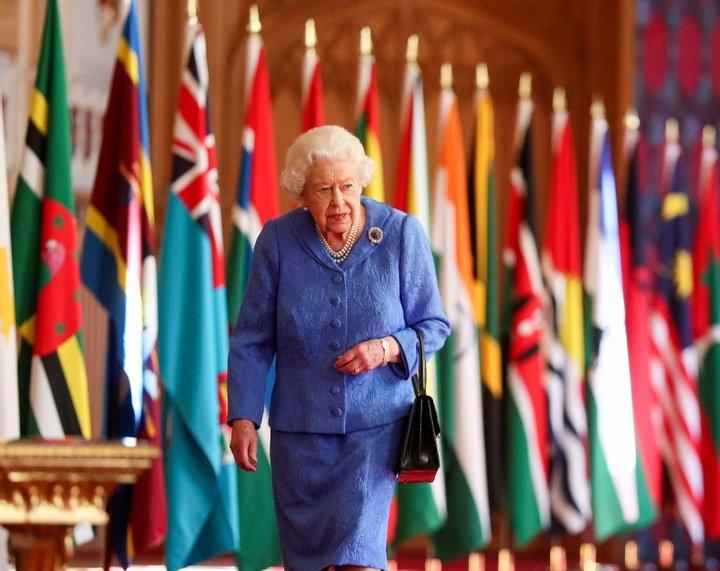 Елизавета II обратилась к британцам накануне выхода интервью Меган Маркл и принца Гарри - фото №1
