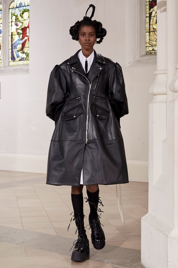 Кружевные платья и куртки-косухи: Simone Rocha представили новую коллекцию (ФОТО) - фото №3